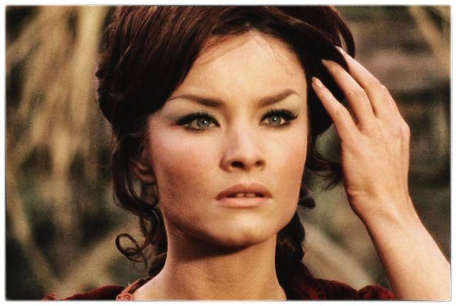 KATE O'MARA (1939-2014), ACTRICE ANGLAISE QUI FIT UNE CARRIÈRE ESSENTIELLEMENT TÉLÉVISÉE ET APPARUT DANS QUELQUES FILMS D'HORREUR...