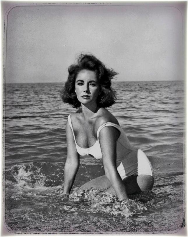 ELIZABETH TAYLOR (1932-2011), ELLE SYMBOLISE À ELLE SEULE TOUS LES EXCÈS DU STAR SYSTEM HOLLYWOODIEN.